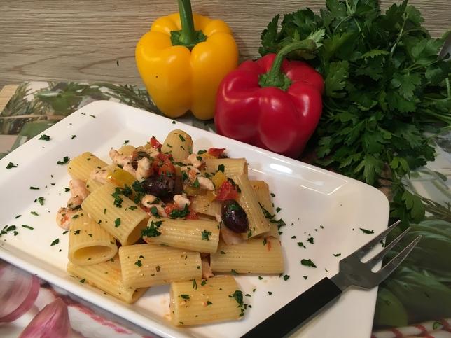 Pasta Con Pesce Spada Peperoni E Olive Cucina Svago