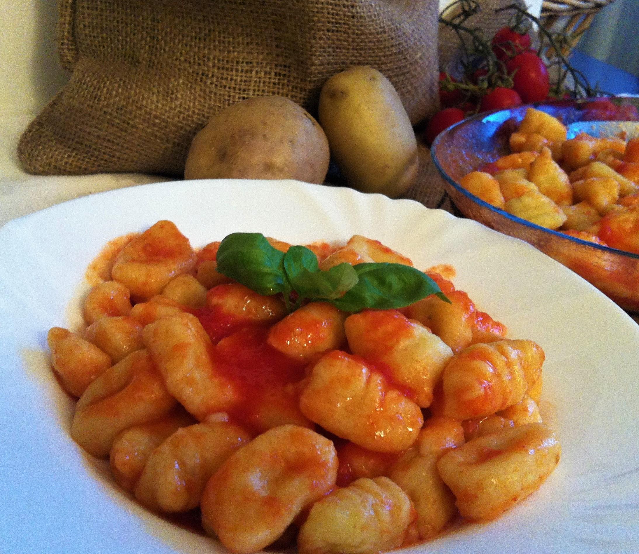 Ricetta Gnocchi Di Patate Con Sugo.Gnocchi Di Patate Con Sugo Al Pomodoro Cucina Svago